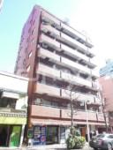 カテリーナ新宿御苑駅前の外観